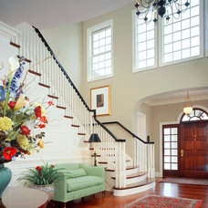 Traditional Entry by DesRosiers Architects