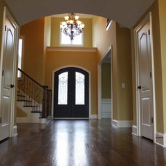 traditional entry by Grainda Builders, Inc.