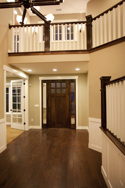 Traditional Entry by Candlelight Homes