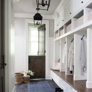 Idéer för vintage kapprum, med beige väggar, en tvådelad stalldörr, en brun dörr och grått golv