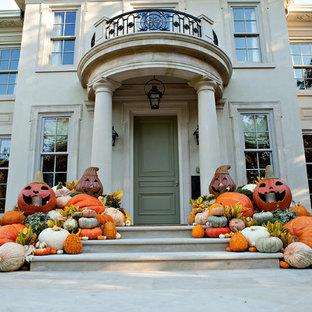 ダラスのトラディショナルスタイルのおしゃれな玄関ドア (緑のドア) の写真
