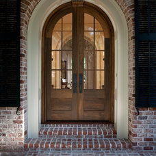 Traditional Entry by Thomas Thaddeus Truett Architect