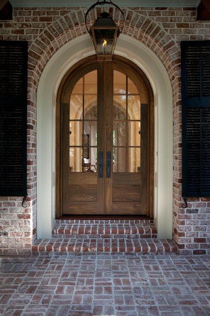 Traditional Entry by Thomas Thaddeus Truett Architect