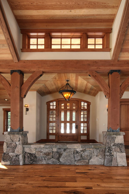 Traditional Entry by Ward-Young Architecture & Planning - Truckee, CA
