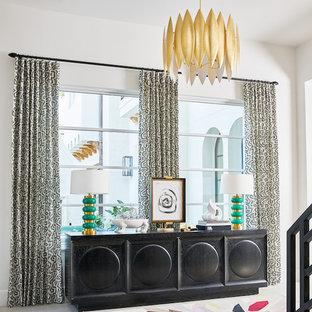 Ispirazione per un ingresso minimalista di medie dimensioni con pareti viola, pavimento in marmo, una porta a due ante, una porta bianca e pavimento bianco