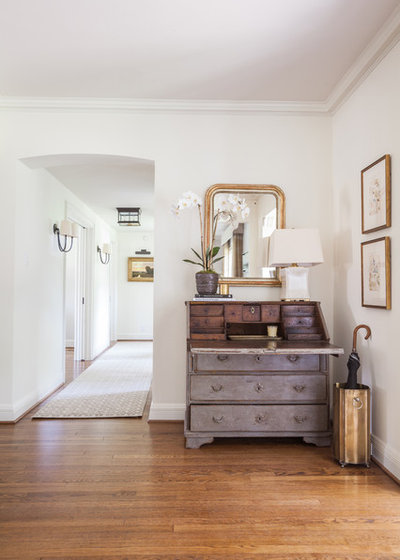 Transitional Entry by Marie Flanigan Interiors