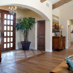 traditional entry by Hamilton-Gray Design, Inc.