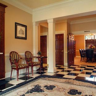 Großer Klassischer Eingang mit Foyer und Granitboden in Sonstige