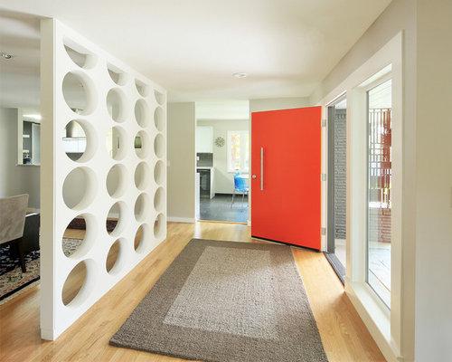 Entr e avec une porte rouge et un couloir photos et id es d co d 39 entr e - Installer une porte dans un couloir ...