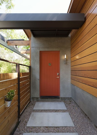 Contemporary Entry by Risinger Homes