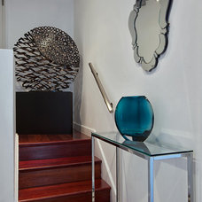 Contemporary Entry by Marie Burgos Design