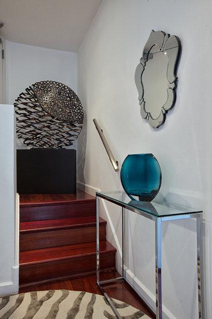 Contemporary Entry by Marie Burgos Design