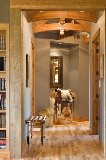 Rustic Entry by Alan Mascord Design Associates Inc