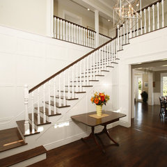 traditional entry by Shigetomi Pratt Architects, Inc.