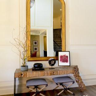 Inspiration för stora moderna foajéer, med beige väggar, en dubbeldörr, mörk trädörr och brunt golv