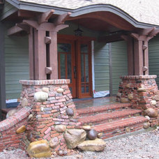 Modern Entry by Poole's Stone and Garden, Inc.