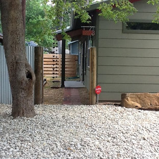 Example of a minimalist entryway design in Austin