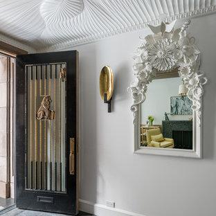 Foto de vestíbulo moderno con paredes blancas, suelo de piedra caliza, puerta simple, puerta negra y suelo negro