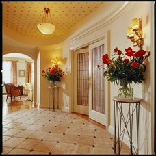 Traditional Entry by Pleasant Living, LLC