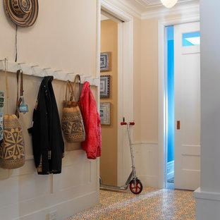 Идея дизайна: прихожая в стиле современная классика с полом из керамической плитки и разноцветным полом