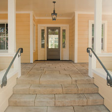 Traditional Entry by Robert Baumann, Architect