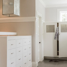 Transitional Entry by Jill Litner Kaplan Interiors