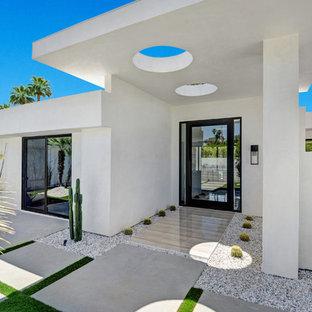 Idéer för stora funkis ingångspartier, med vita väggar, klinkergolv i keramik, en pivotdörr, beiget golv och glasdörr