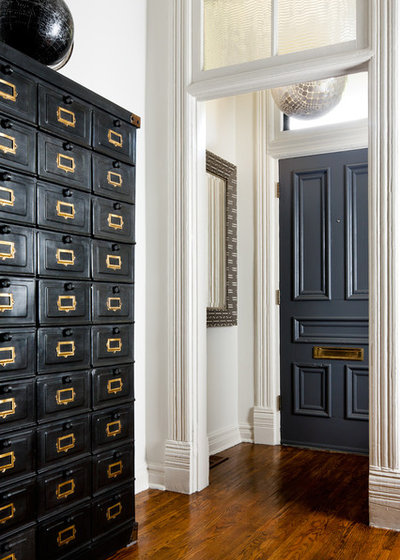 Victorian Entry by Toronto Interior Design Group | Yanic Simard