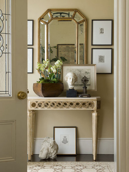Traditional Entry by Cecilie Starin Design Inc.