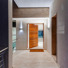 Contemporary Entry by DeMicoli & Associates