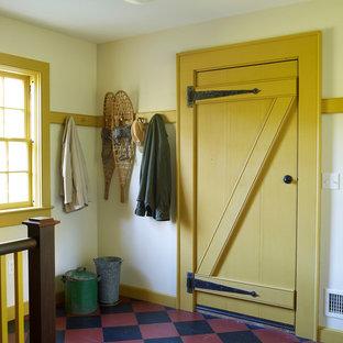 На фото: прихожая в стиле кантри с одностворчатой входной дверью и желтой входной дверью с