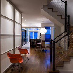 modern entry by Wiebenson & Dorman Architects PC