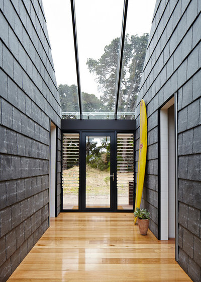 Contemporary Entry by Schored Projects