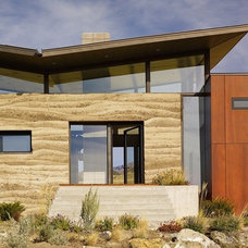 Contemporary Entry by STUDIO.BNA architects