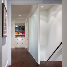 Contemporary Entry by Design Line Construction, Inc.