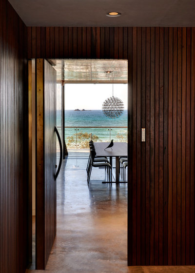 Beach Style Entry by Zaher Architects