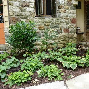Weekend Getaway - Entrance shade garden