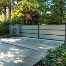 Contemporary Entry by Houston Landscapes