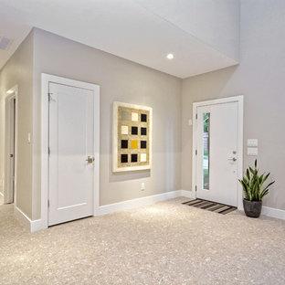 Ispirazione per un grande ingresso moderno con pareti grigie, pavimento alla veneziana, una porta singola e una porta bianca