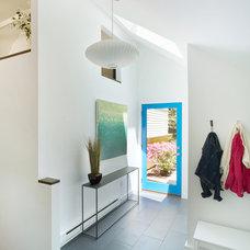 Modern Entry by Sellars Lathrop Architects, llc
