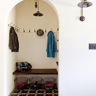 Idées déco pour une entrée méditerranéenne avec un vestiaire.