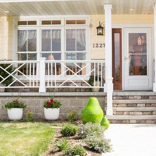 Esempio di una porta d'ingresso shabby-chic style con una porta singola e una porta bianca