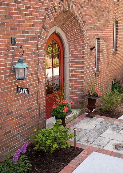 Traditional Entry by Ginkgo Leaf Studio