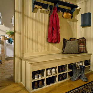 Mudroom - traditional mudroom idea in New York