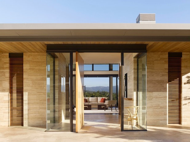 Modern Entry by Moller Architecture, Inc.