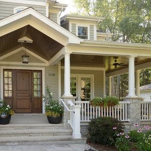 Ispirazione per un ingresso o corridoio classico con una porta singola e una porta in legno scuro