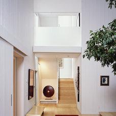 Modern Entry by Kuth / Ranieri Architects