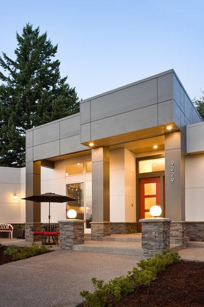 Contemporary Entry by Alan Mascord Design Associates Inc