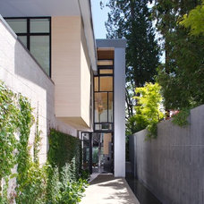 Modern Entry by Lane Williams Architects