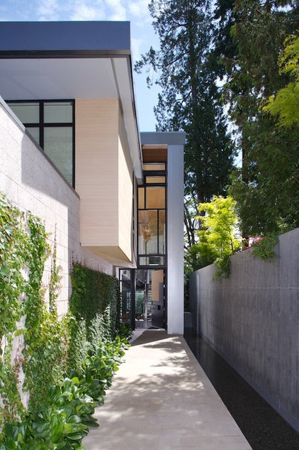 modern entry by Coop 15 Architecture